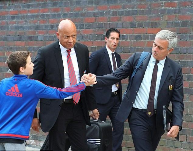 Mourinho va dan sao MU lang le tro ve sau that bai hinh anh 2