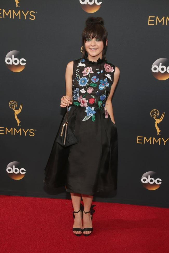 Thảm đỏ Emmy 2016 sáng bừng với màn đọ sắc lộng lẫy của dàn mỹ nhân thế giới - Ảnh 6.