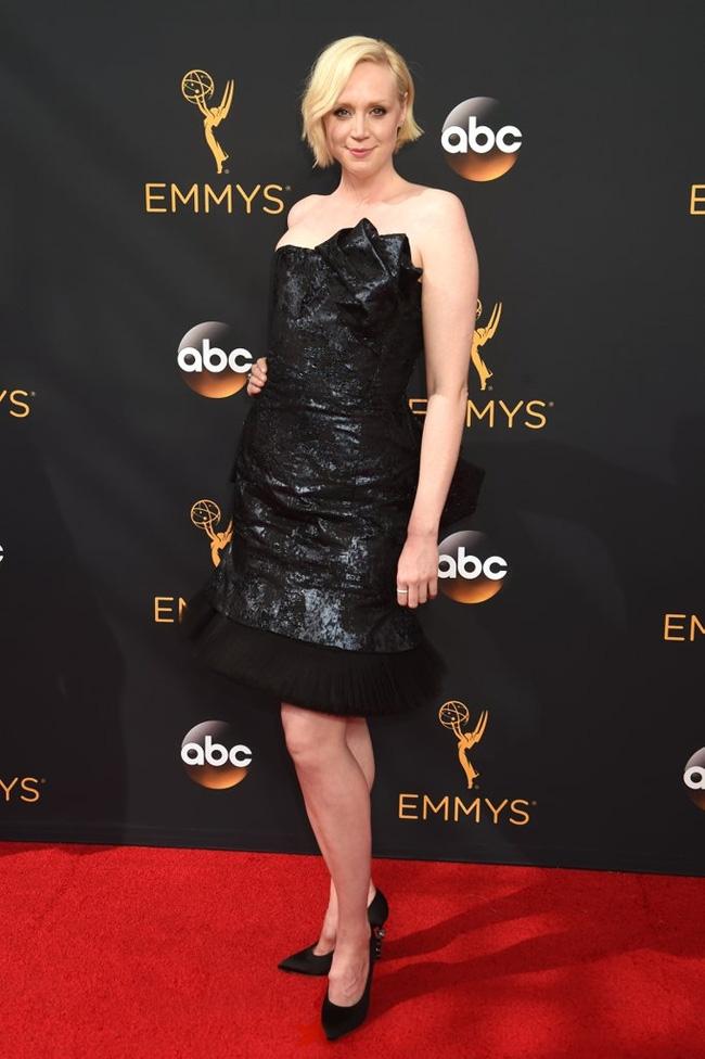 Thảm đỏ Emmy 2016 sáng bừng với màn đọ sắc lộng lẫy của dàn mỹ nhân thế giới - Ảnh 7.