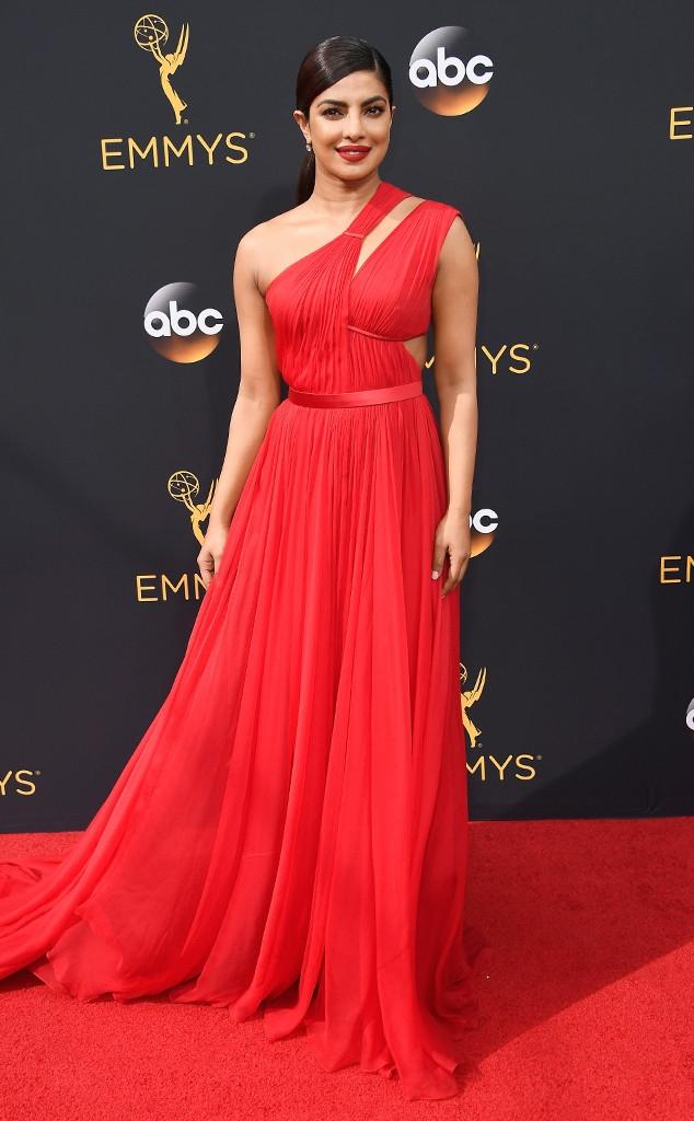 Thảm đỏ Emmy 2016 sáng bừng với màn đọ sắc lộng lẫy của dàn mỹ nhân thế giới - Ảnh 8.