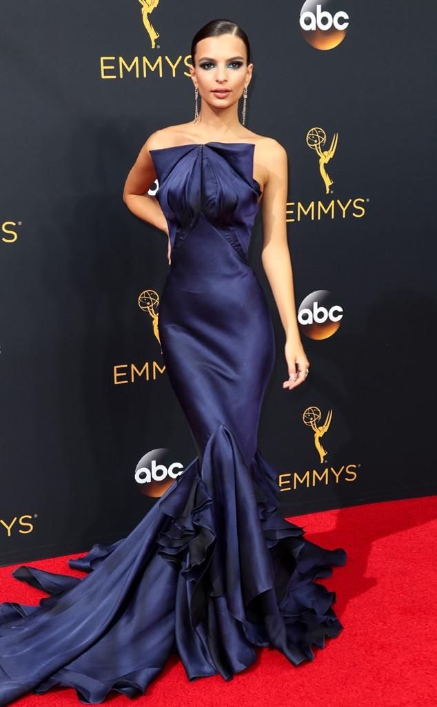 Thảm đỏ Emmy 2016 sáng bừng với màn đọ sắc lộng lẫy của dàn mỹ nhân thế giới - Ảnh 9.