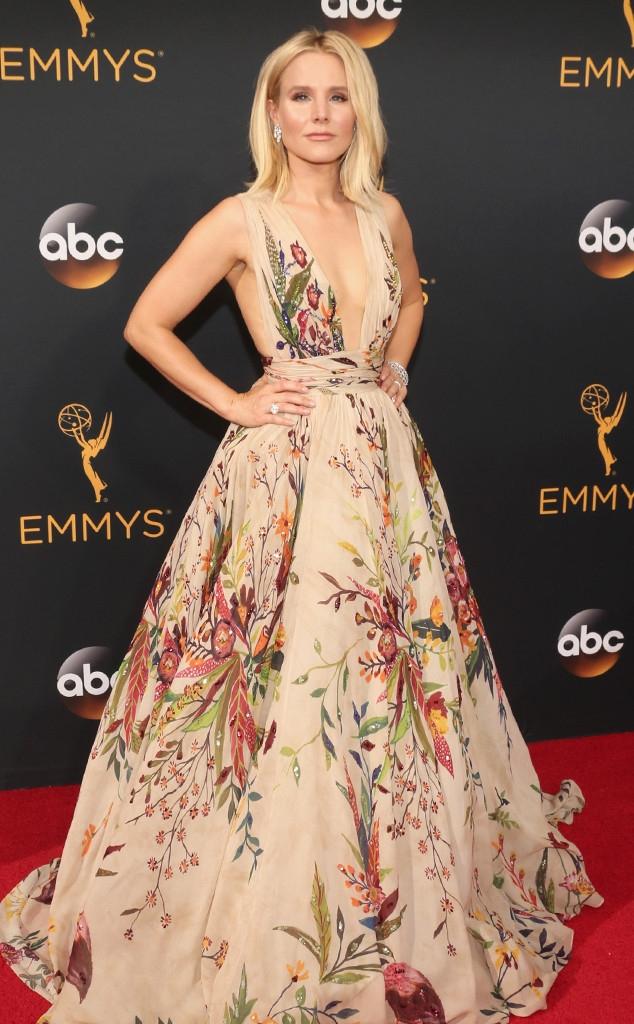 Thảm đỏ Emmy 2016 sáng bừng với màn đọ sắc lộng lẫy của dàn mỹ nhân thế giới - Ảnh 11.
