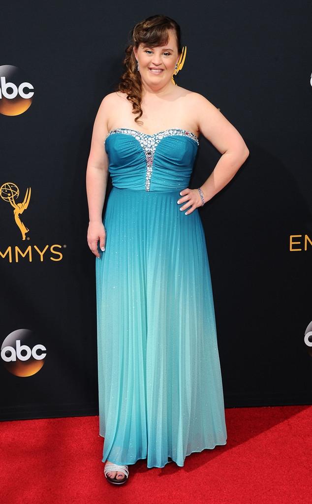 Thảm đỏ Emmy 2016 sáng bừng với màn đọ sắc lộng lẫy của dàn mỹ nhân thế giới - Ảnh 13.