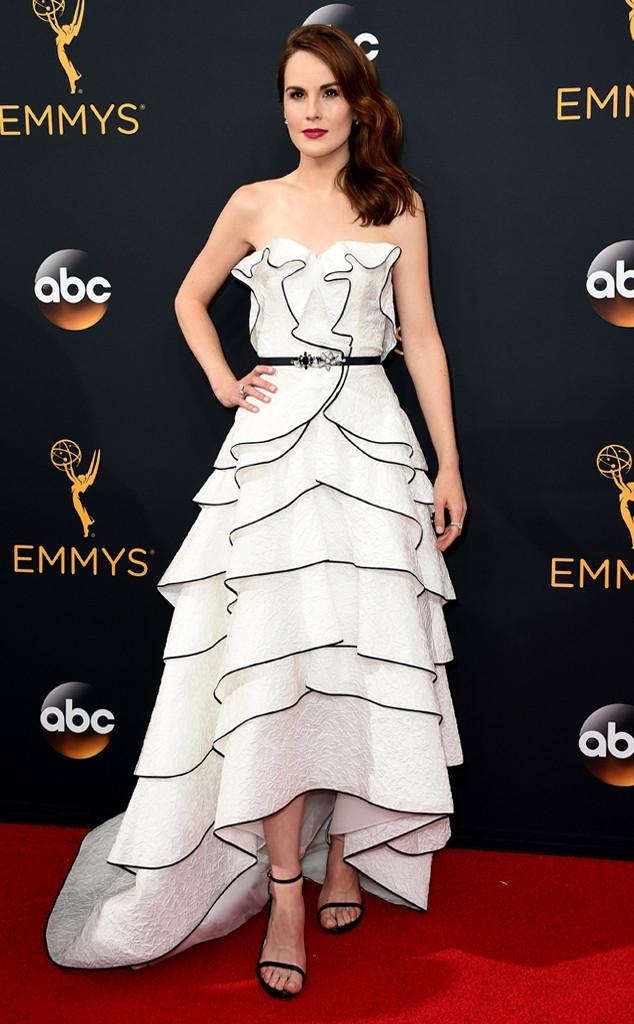Thảm đỏ Emmy 2016 sáng bừng với màn đọ sắc lộng lẫy của dàn mỹ nhân thế giới - Ảnh 16.