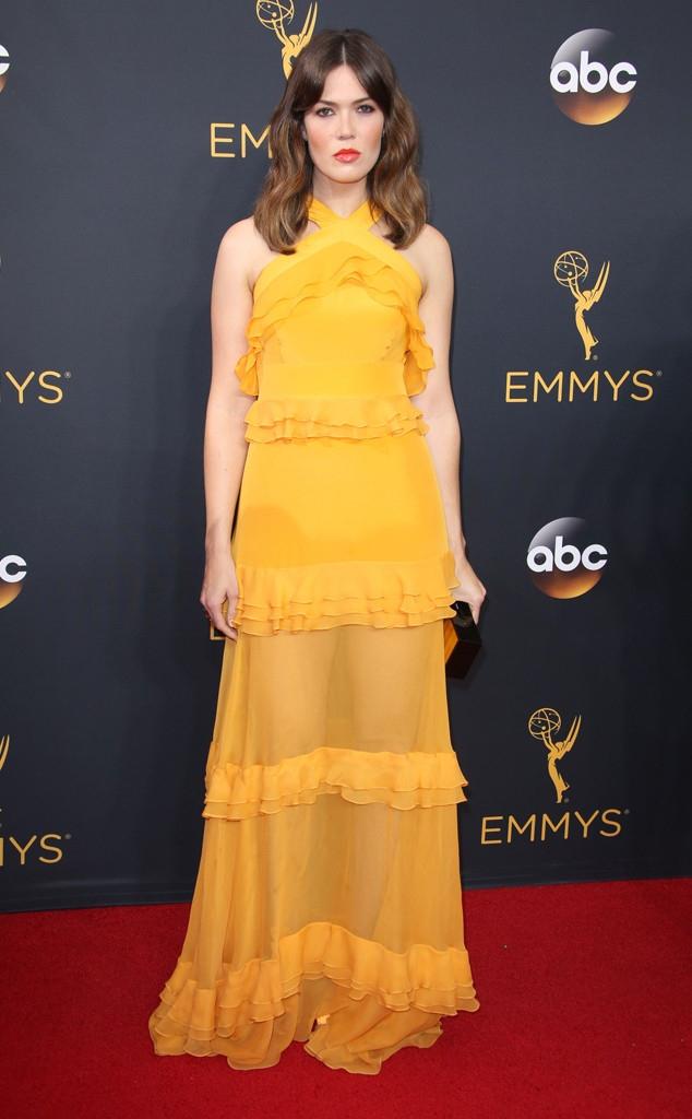 Thảm đỏ Emmy 2016 sáng bừng với màn đọ sắc lộng lẫy của dàn mỹ nhân thế giới - Ảnh 22.