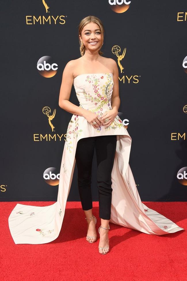 Thảm đỏ Emmy 2016 sáng bừng với màn đọ sắc lộng lẫy của dàn mỹ nhân thế giới - Ảnh 27.