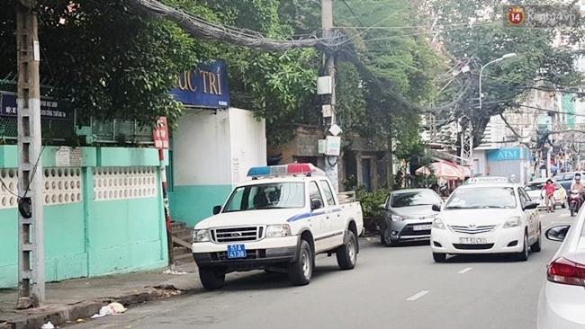 Thiếu nữ bị bạn trai quen qua mạng kề dao vào cổ, cướp xe ngay giữa trung tâm Sài Gòn - Ảnh 1.