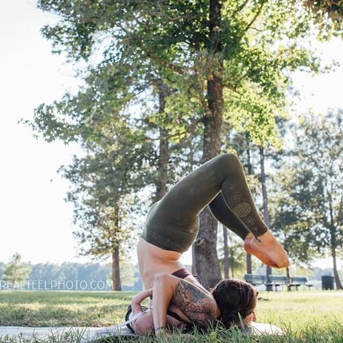 Tròn mắt với mẹ trẻ vừa tập yoga vừa cho con bú - ảnh 6
