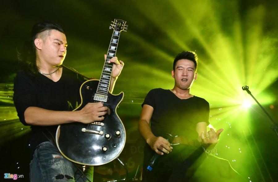 Bua tiec rock Phuong Dong cuong nhiet trong phao sang hinh anh 2