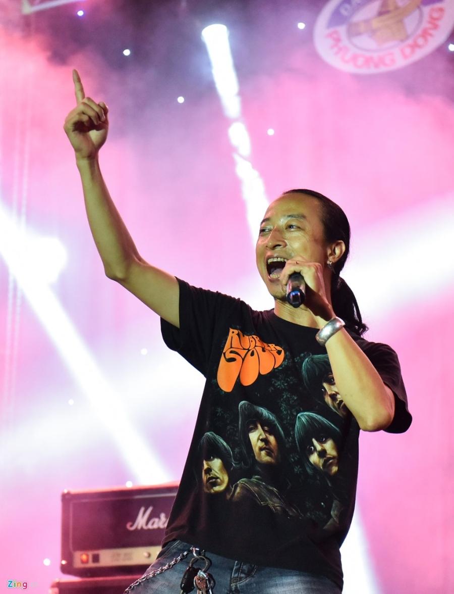 Bua tiec rock Phuong Dong cuong nhiet trong phao sang hinh anh 7