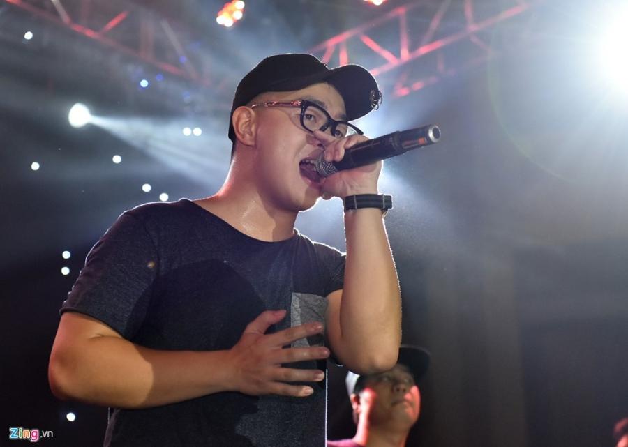 Bua tiec rock Phuong Dong cuong nhiet trong phao sang hinh anh 10