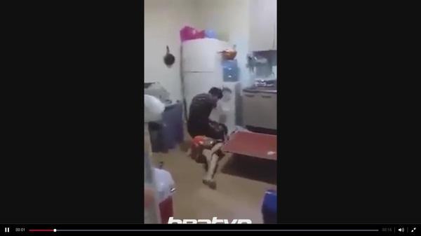 Chồng đánh vợ dã man chỉ vì bất đồng dạy dỗ con cái