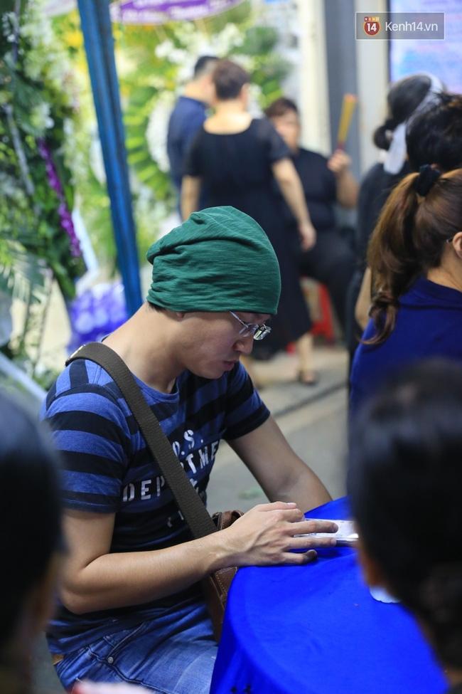 Hà Hồ thất thần, Đông Nhi khóc nức nở khi đến tiễn đưa Minh Thuận vào giữa đêm - Ảnh 10.