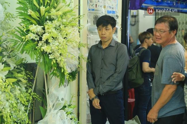 Hà Hồ thất thần, Đông Nhi khóc nức nở khi đến tiễn đưa Minh Thuận vào giữa đêm - Ảnh 19.