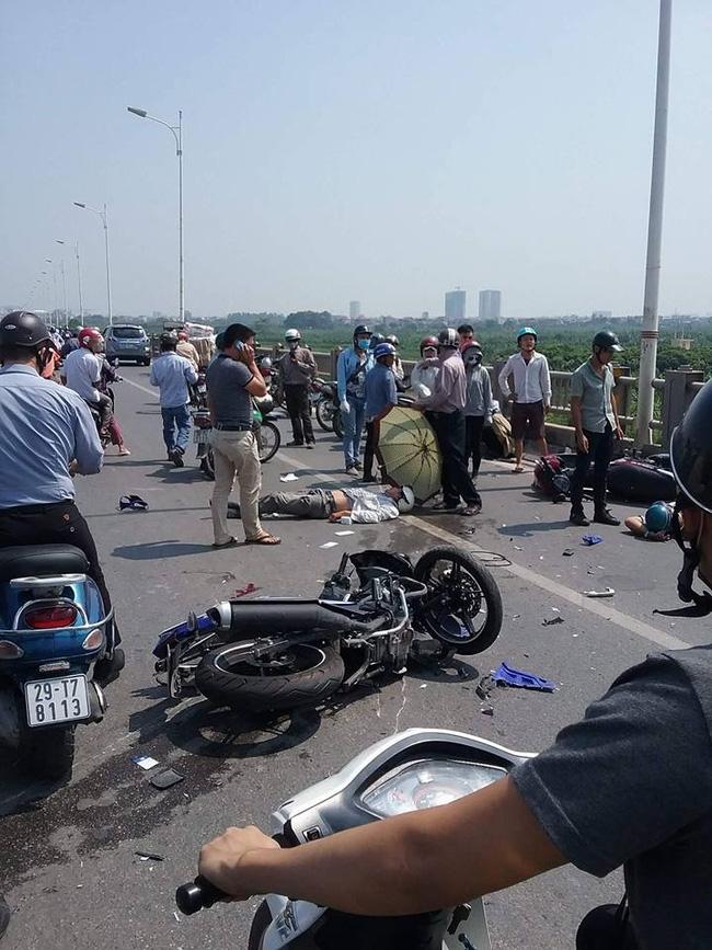 Hà Nội: Ô tô đâm liên hoàn vào 4 xe máy trên cầu Vĩnh Tuy, 3 người nhập viện cấp cứu - Ảnh 1.
