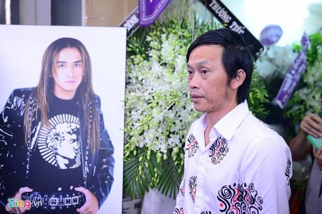 Hoai Linh den le tang cau nguyen cho Minh Thuan hinh anh 1