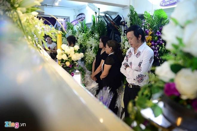 Hoai Linh den le tang cau nguyen cho Minh Thuan hinh anh 2