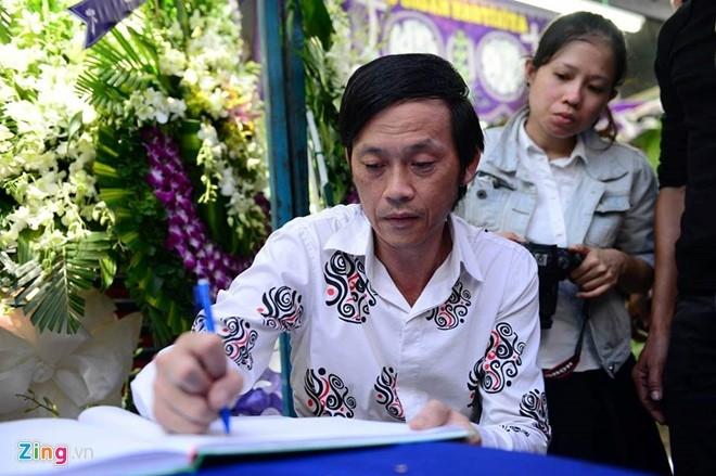 Hoai Linh den le tang cau nguyen cho Minh Thuan hinh anh 3