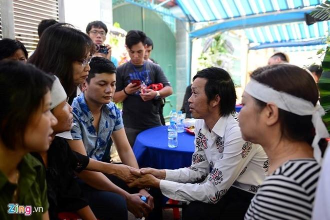 Hoai Linh den le tang cau nguyen cho Minh Thuan hinh anh 4