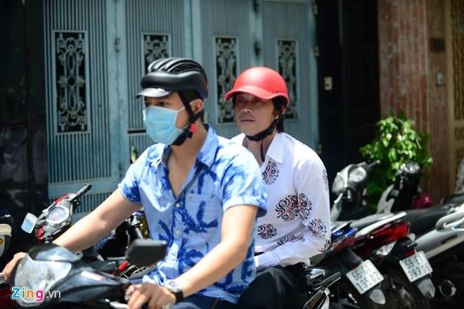 Hoai Linh den le tang cau nguyen cho Minh Thuan hinh anh 6