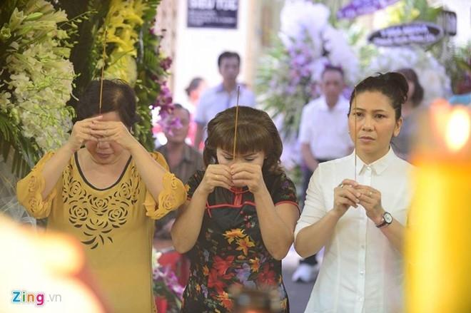Hoai Linh den le tang cau nguyen cho Minh Thuan hinh anh 7