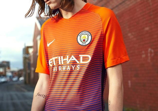 Lo dien mau ao dau thu ba cua Manchester City hinh anh 6