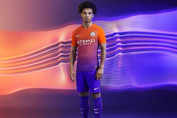 Lo dien mau ao dau thu ba cua Manchester City hinh anh 8