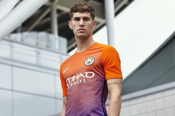 Lo dien mau ao dau thu ba cua Manchester City hinh anh 9