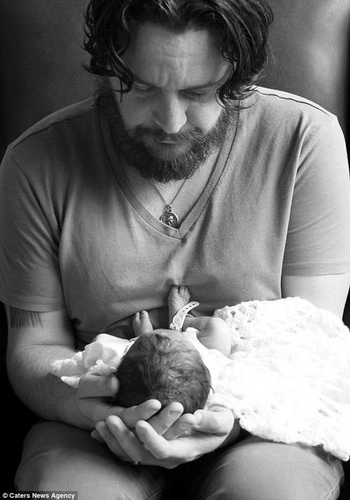 bộ ảnh, nghẹn lòng, mẹ và bé, trẻ sơ sinh,