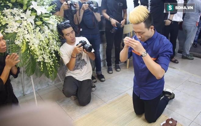 Trấn Thành gây tranh cãi vì diện mạo trong lễ viếng Minh Thuận - Ảnh 1.