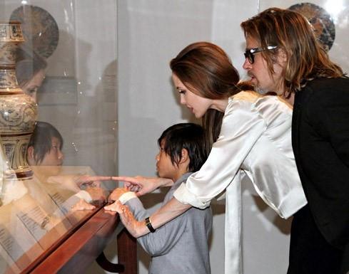 Angelina Jolie - Brad Pitt: 12 nam thien tinh su Hollywood hinh anh 12