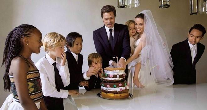Angelina Jolie - Brad Pitt: 12 nam thien tinh su Hollywood hinh anh 13