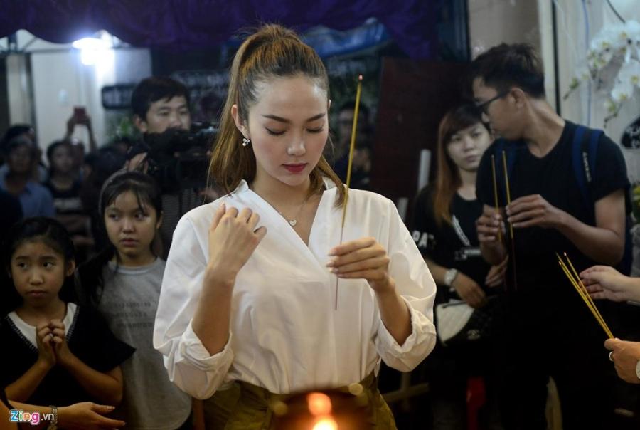 Nghe si Viet tiep tuc den vieng Minh Thuan toi 19/9 hinh anh 18