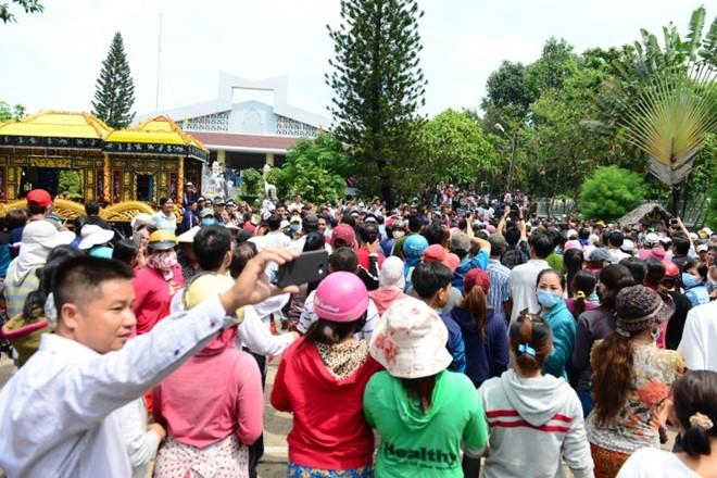 Đám tang hỗn loạn: Nhật Hào, quản lý Minh Thuận đều bị móc túi - Ảnh 2.