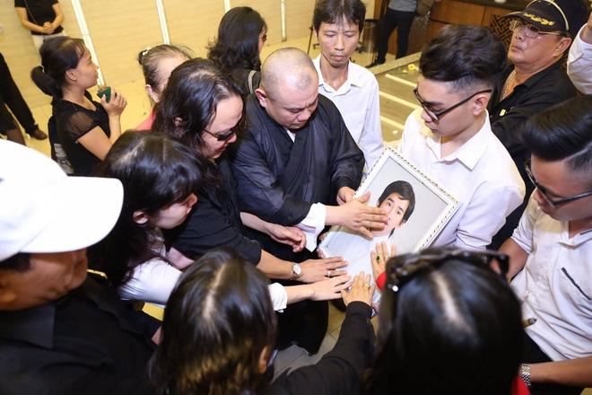 Đám tang hỗn loạn: Nhật Hào, quản lý Minh Thuận đều bị móc túi - Ảnh 4.