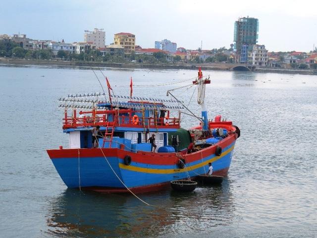 Sau khi Bộ Y tế công bố nhiều loại thuỷ hải sản trong vòng 13,5 hải lý bị nhiễm độc tố khiến ngư dân đánh bắt gần bờ rất lo lắng