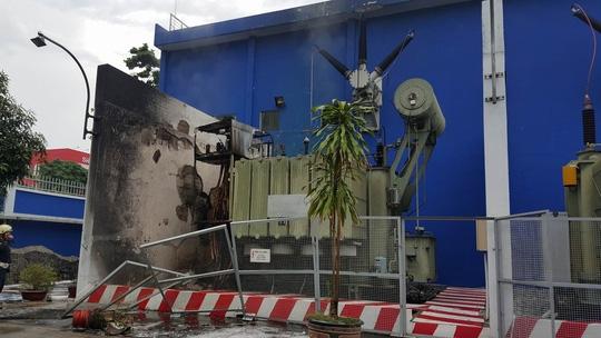 Hiện trường vụ cháy bên trong trạm biến áp Hòa Hưng.