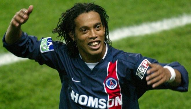 Dong doi tiet lo Ronaldinho chi tap luyen mot lan moi tuan hinh anh 1