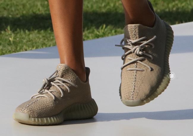 Giới trẻ mê sneaker lại rần rần vì Yeezy Boost 350 V2 sẽ chính thức được bán tại Việt Nam vào 24/9 tới - Ảnh 3.