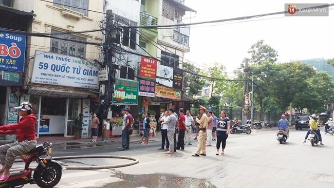Hà Nội: Cháy cửa hàng thời trang gần Văn miếu Quốc Tử Giám - Ảnh 3.