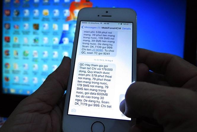 Những tin nhắn quảng cáo ngắn tương tự từ các đầu số đã âm thầm móc túi người dùng. /// Ảnh: Đào Ngọc Thạch