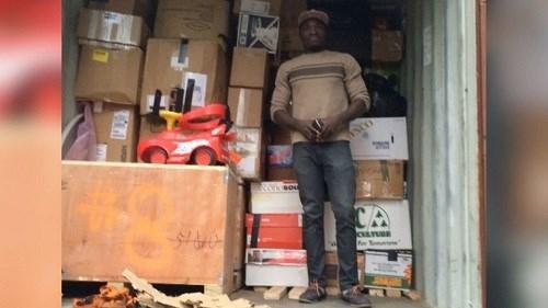 Vua châu Phi quay lại Canada làm việc để gửi tiền về nuôi dân - ảnh 3