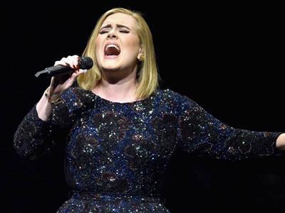 Adele dùng tiếng hát bày tỏ tiếc nuối cho cuộc tình Jolie-Pitt
