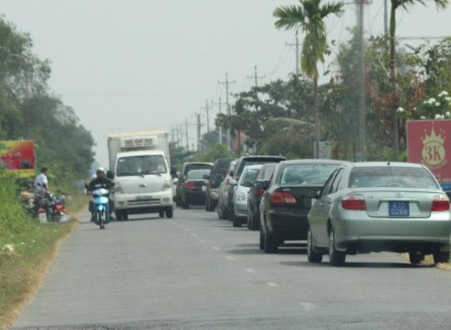 Tại An Giang, đầu năm nay cũng đã xuất hiện đoàn xe công lũ lượt kéo nhau đi...ăn giỗ