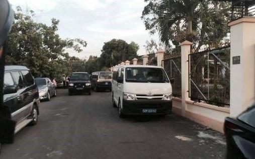 Từ đầu năm đến nay, tình trạng sử dụng xe công bừa bãi lại tái diễn. Tại TP HCM, Sóc Trăng, có tình trạng hàng chục xe công đi ăn tiệc trong giờ làm việc.