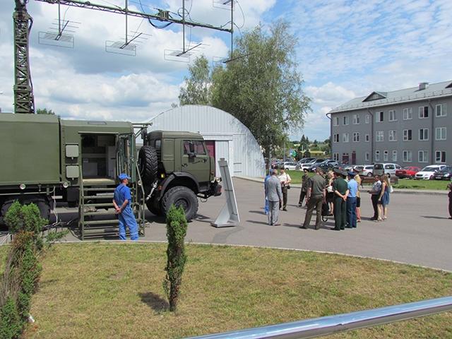 Đại diện BQP VN ngắm tên lửa phòng không hiện đại của Belarus - Ảnh 2.
