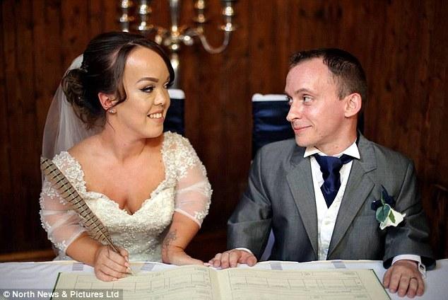 Đám cưới trong mơ của cặp đôi chú lùn bên cậu con trai nhỏ - Ảnh 4.