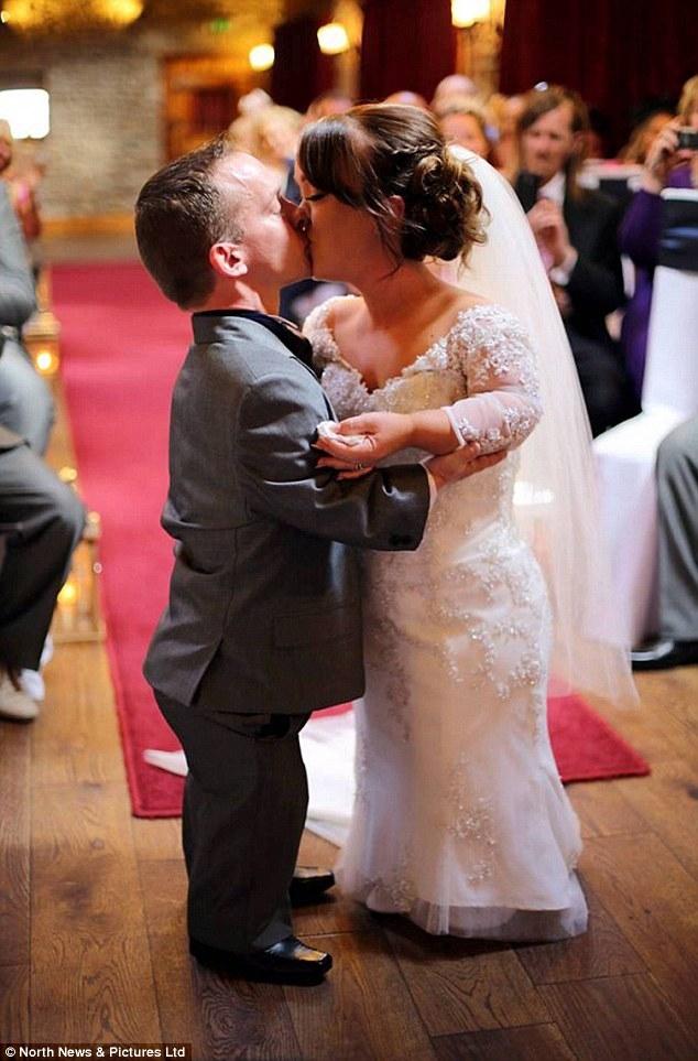 Đám cưới trong mơ của cặp đôi chú lùn bên cậu con trai nhỏ - Ảnh 3.