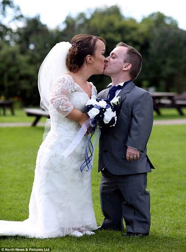 Đám cưới trong mơ của cặp đôi chú lùn bên cậu con trai nhỏ - Ảnh 7.