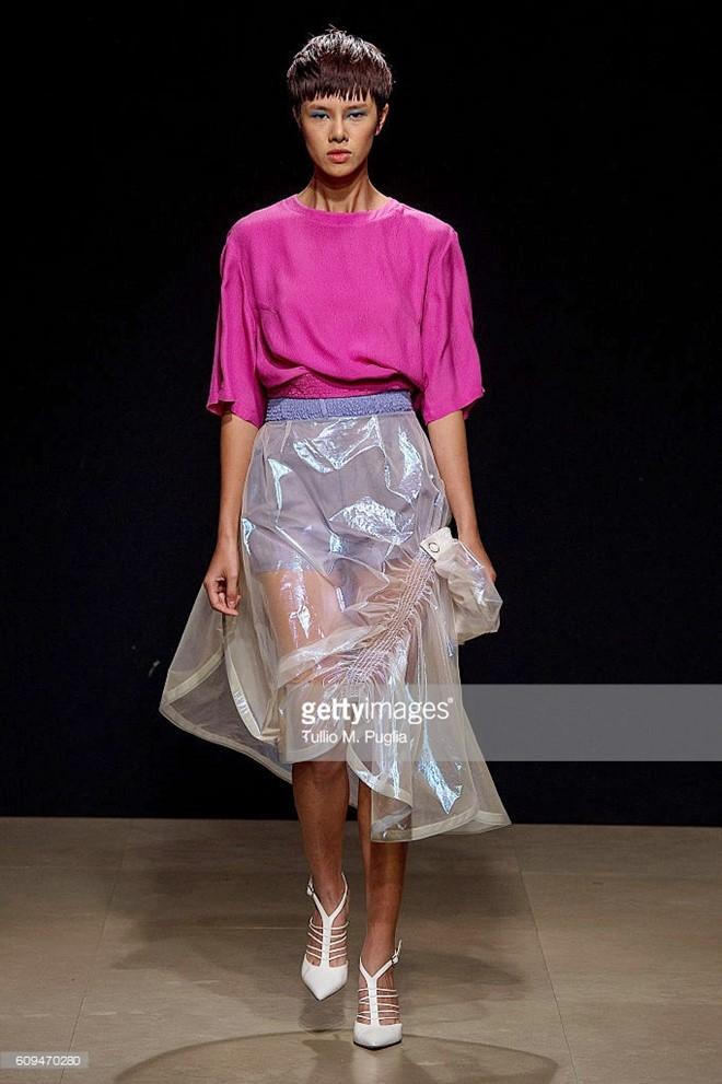 Do Ha dien show mo man Milan Fashion Week hinh anh 2